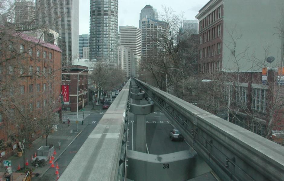 Seattle Monorail - passeio sob trilhos