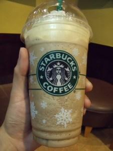 Starbucks Frappuccino: meio litro de café gelado coberto com creme
