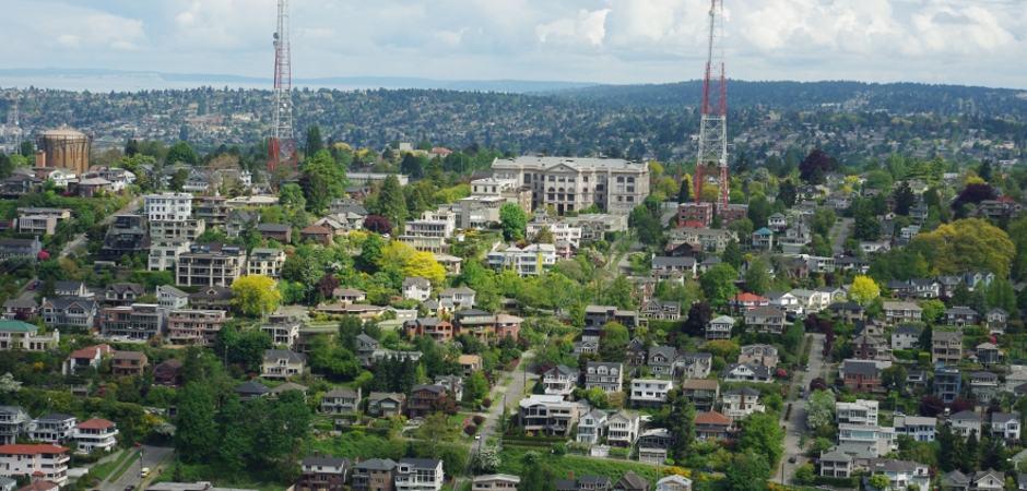 Vista do Space Needle para o bairro de Queen Anne