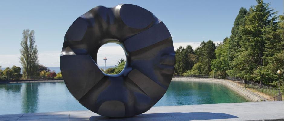 Volunteer Park em Seattle: escultura Black Sun e o Reservatório