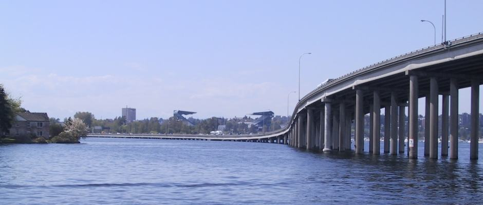 Cruzeiros da Argosy Cruises: Ponte flutuante sobre o Lago Washington