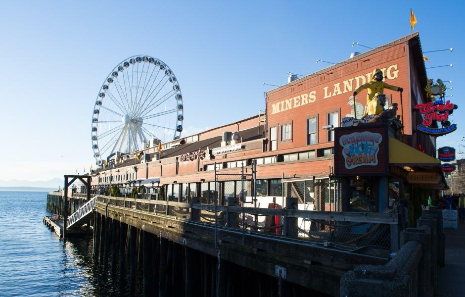 Pier 57 com a Seattle Great Wheel