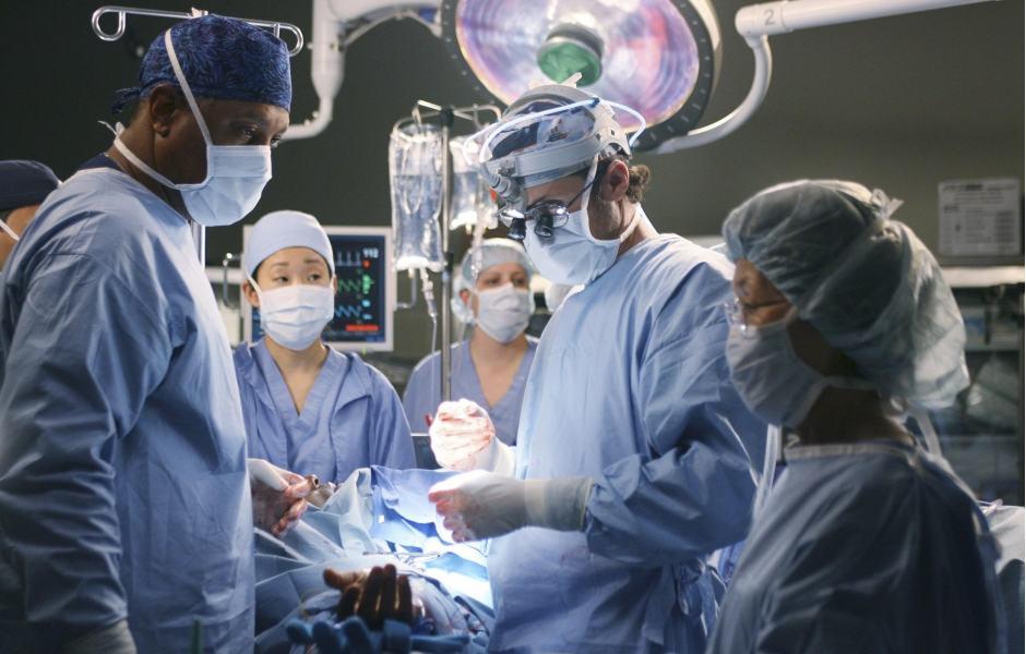 Grey's Anatomy: cena na mesa de cirurgia