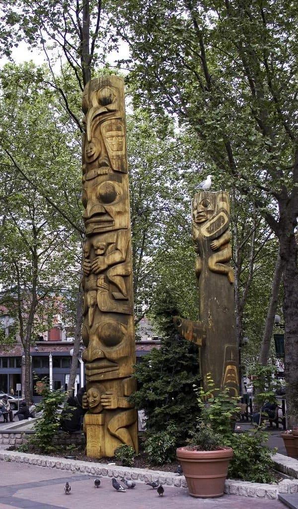 Occidental Park em Seattle: totens de madeira
