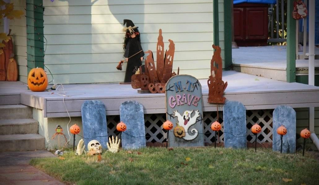 Casa enfeitada com decoração para o Halloween