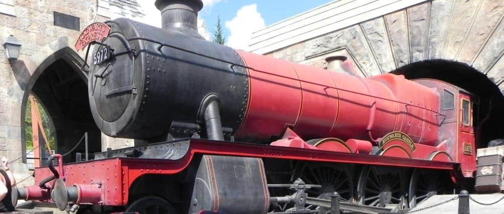 Hogwarts Express estacionado em Hogsmeade no Island of Adventure
