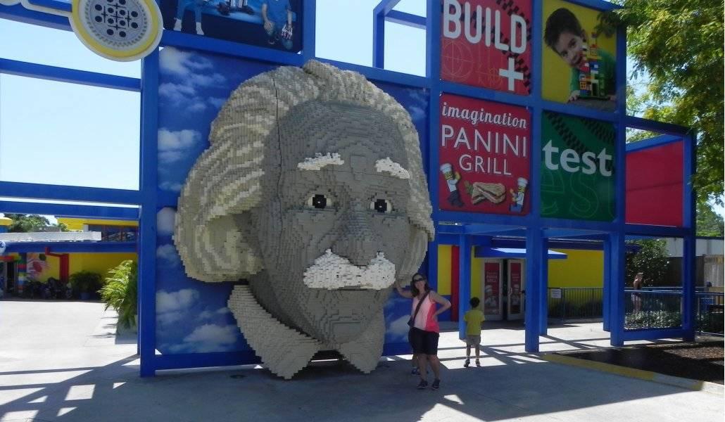 Viagem a Disney: Legolando (escultura de lego do Einstein)