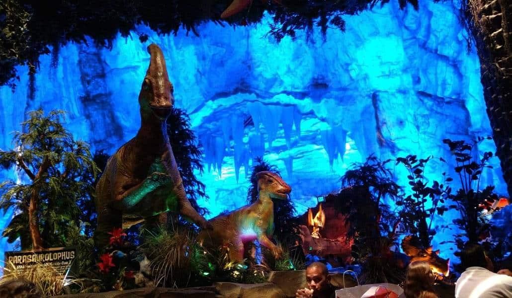 Decoração interna do Restaurante T-Rex da Disney Springs em Orlando